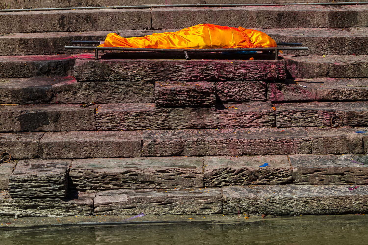 A body in Nepal breaks the rules of balance