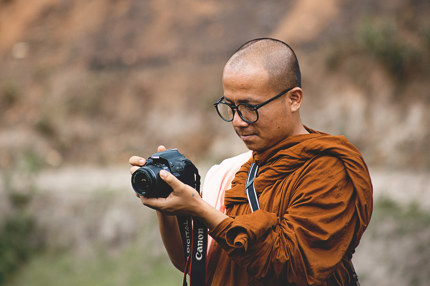 This monk proves that everyone's a photographer